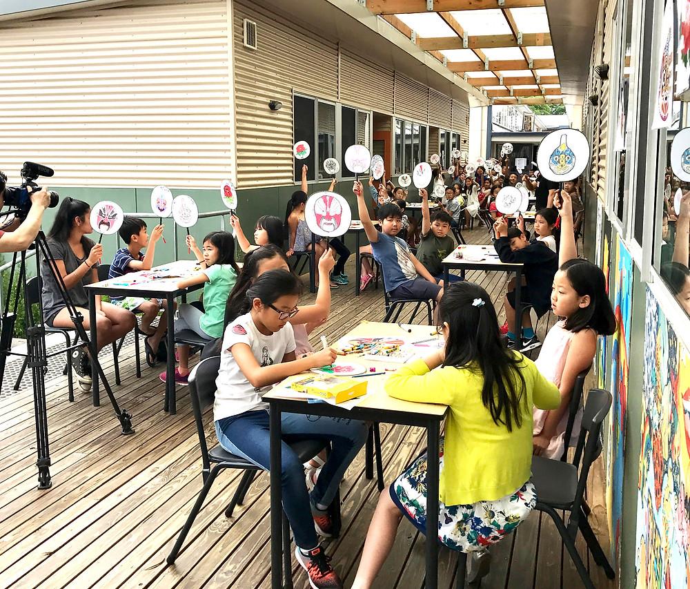特色班学生通过游戏学习了解中国传统文化
