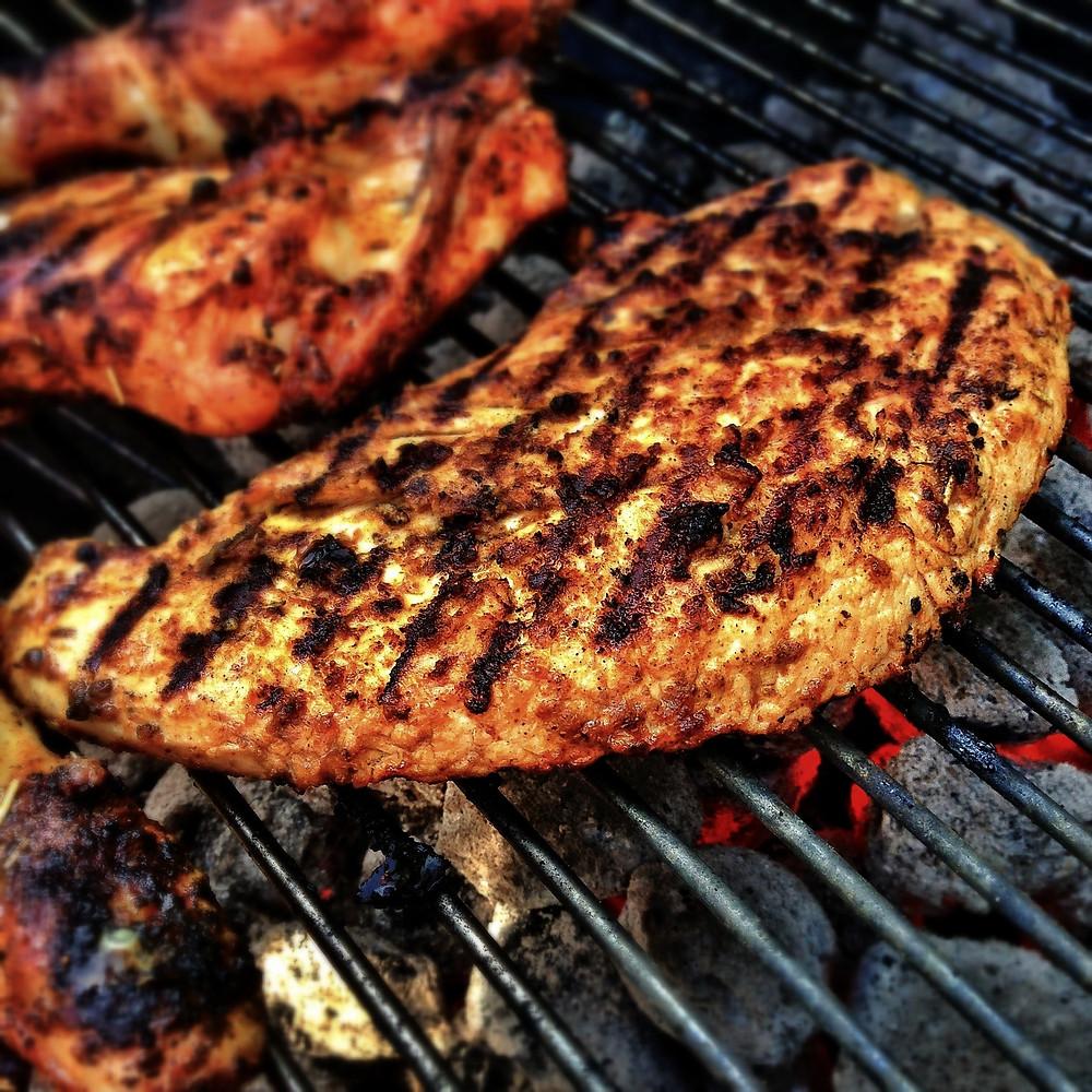 Cottura sul barbecue con carbonella