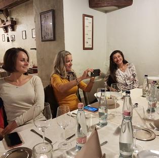 Az OLASZ KONYHA BLOG Ristorante Kriziában szervezett október 9-i Blogtalálkozó videóklipje. Il videoclip dell'incontro del Blog del 9 ottobre presso il Ristorante Krizia.