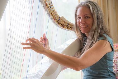 Claire Mallet, harpiste, conteuse, célébrante, coach certifiée