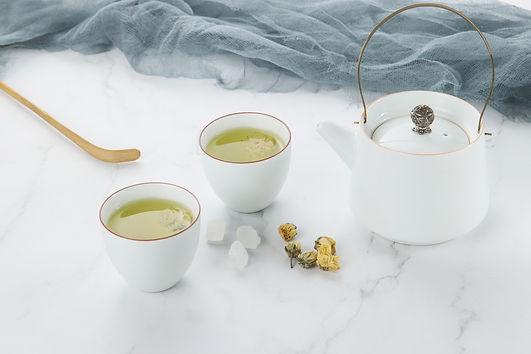 Chrysanthemum tea and tea set on the tab