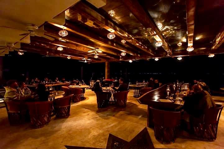 Restaurante de noche La VitaBella.jpeg