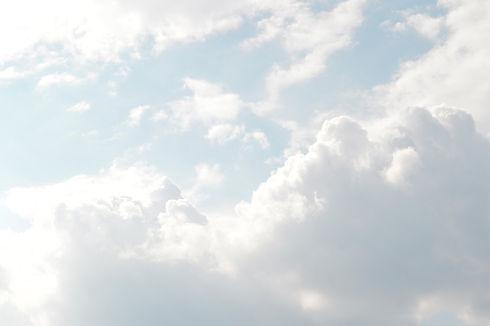clouds-1282314_1920.jpg