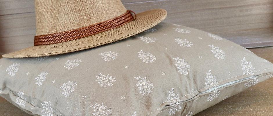 Taie taupe à fleurs en coton