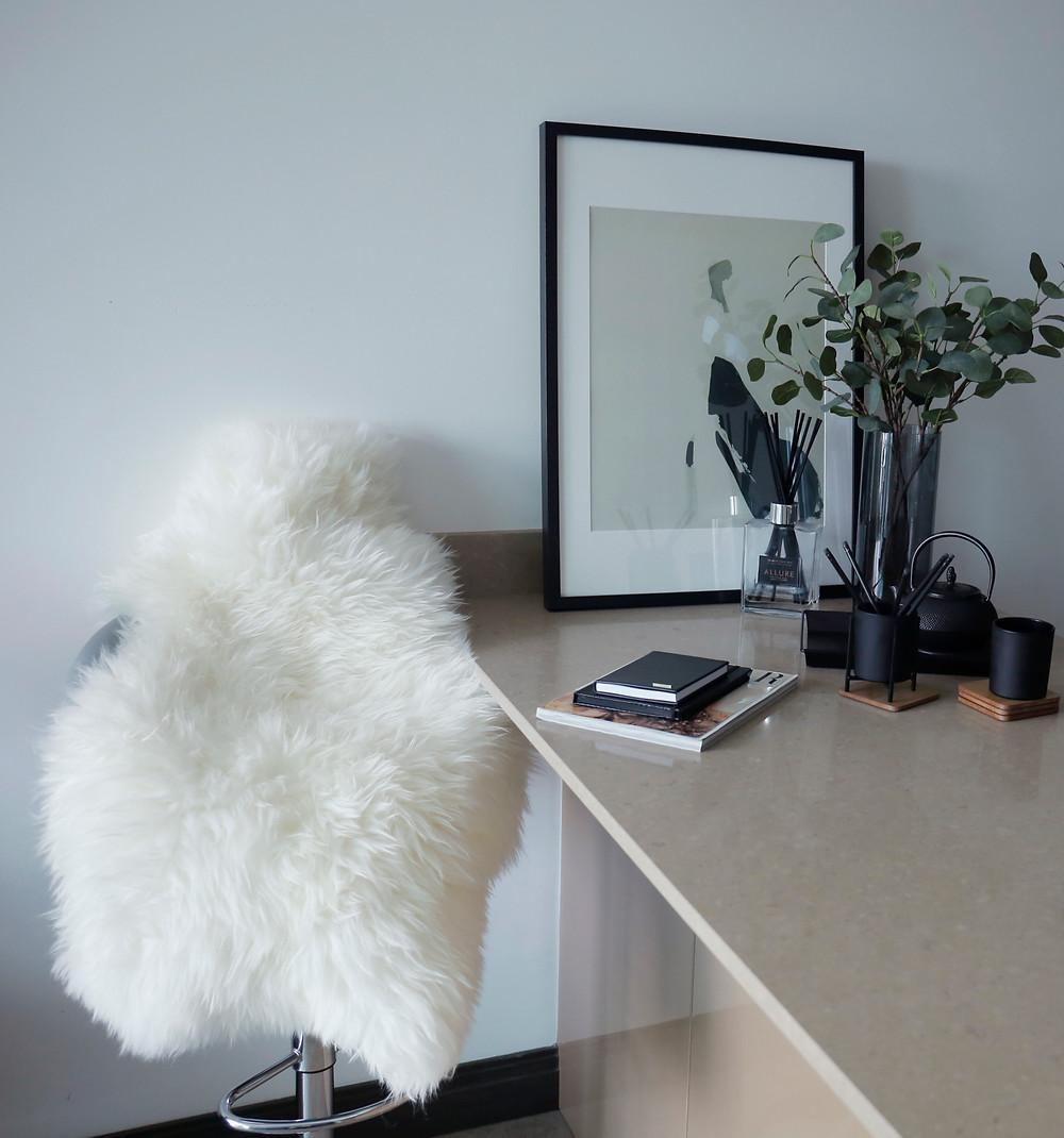 Desk sheep rug Yasmin Senah