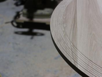 円卓の天板を・・・。