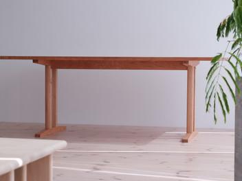 シェーカースタイルのダイニングテーブル。