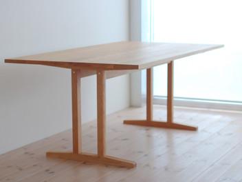 「シェーカースタイルのテーブル」