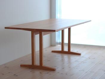 「シェーカースタイルのダイニングテーブル」