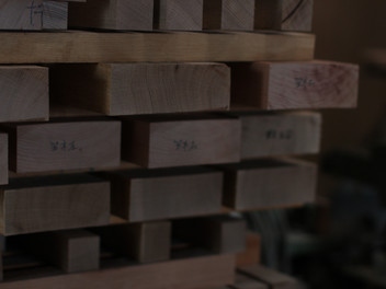 ハーフアームチェアの木取り。