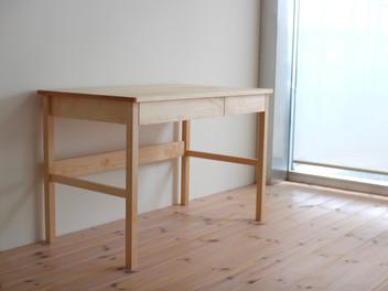 「私の机」。