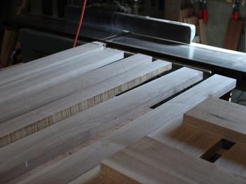 「ソファの木取り、シーズニング」