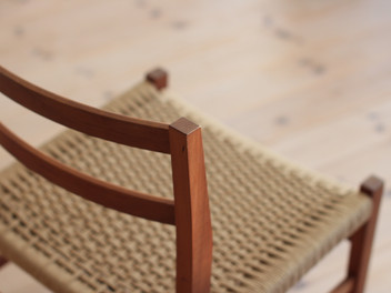 「新しい椅子。」