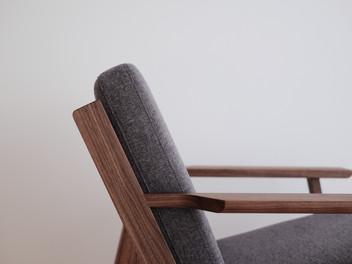 easy chair (walnut)