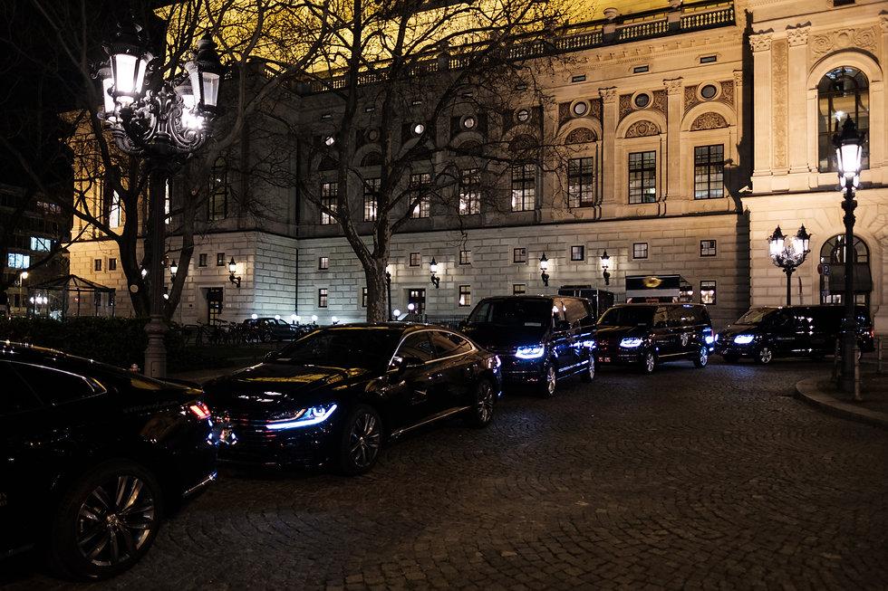 Event, VIP, Transfer, Beförderung von Executives, VIP's, Celebrities oder Delegationen. FISCHER-EXECUTIVE-LIMOUSINES-GERMANY & FISCHER-LIMOUSINES LIMOUSINE SERVICE, EVENT SUPPORT, WEF, BUS & COACHES, CONCIERGE, SPECIAL. Servicepakete wird in Deutschland, Russland und ganz Europa mit erfahrenen Chauffeuren angeboten. Frankfurt, München, Hamburg, Berlin, Bonn, Köln, Hannover...Professionelle Chauffeure und Limousine mit hochwertiger Ausstattung. Mit dem Chauffeur- und Limousinenservice der FISCHER-EXECUTIVE-SERVICES-GERMANY & Fischer-Limousines komfortabel und sicher zum gewünschten Ziel! FIRST CLASS, LUXUS, BUSINESS, SPECIAL