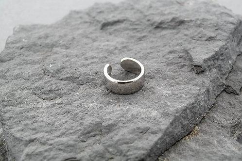 Серебряная серьга, без прокола.