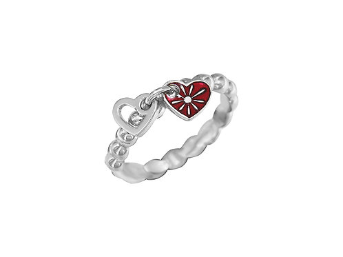 Серебряное кольцо с сердечками.