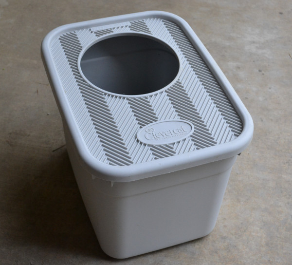 Pealt avaga liivakast, pildi allikas: https://www.addicted2decorating.com/yes-this-really-is-a-post-about-a-cat-litter-box.html