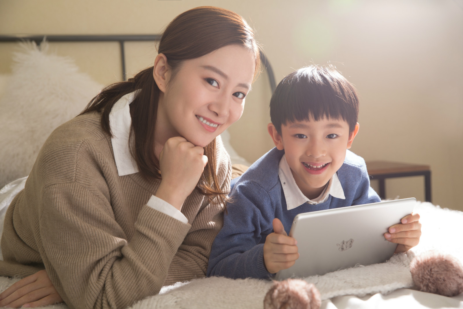 Parents can choose between our two reputable programs. Reach by National Geographic Kids and Hello English by Cambridge University. We then coupled our materials with cutting-edge technology to help students obtain their educational goals. Our classes are engaging, productive, and, above all else, fun!