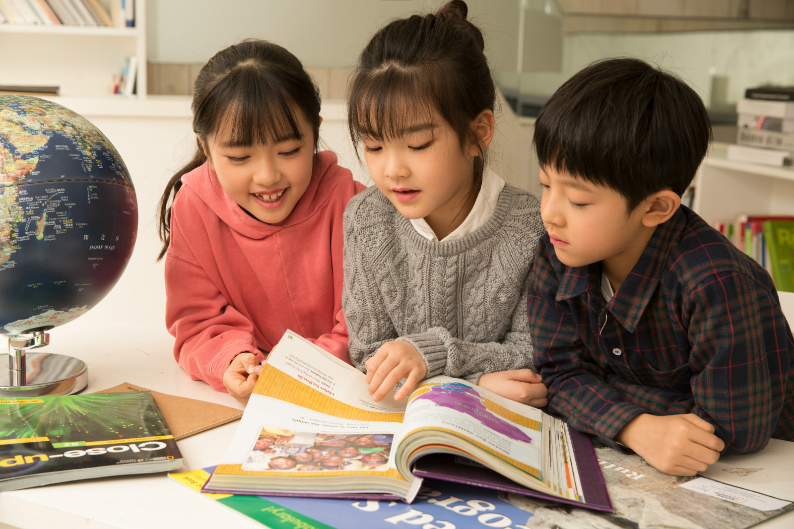 Our North American-based instructors provide a Western-style educational experience to Chinese children between the ages of 6-14.