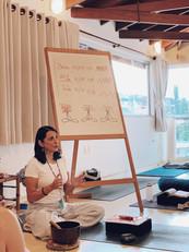 Querida Laura Packer (professora convidada) ensinando para o grupo