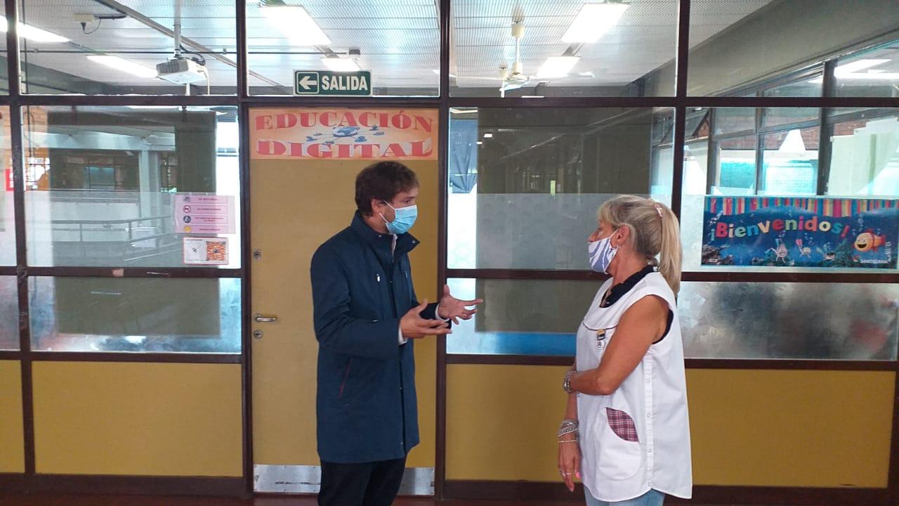Santiago Andres visito la escuela 12 202