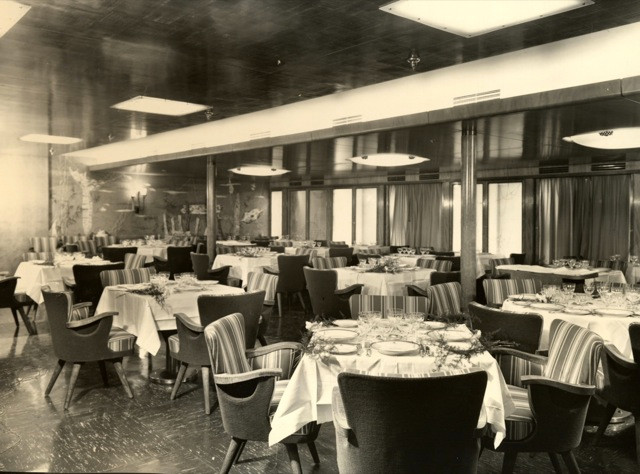 AUGUSTUS First Class Dining Room