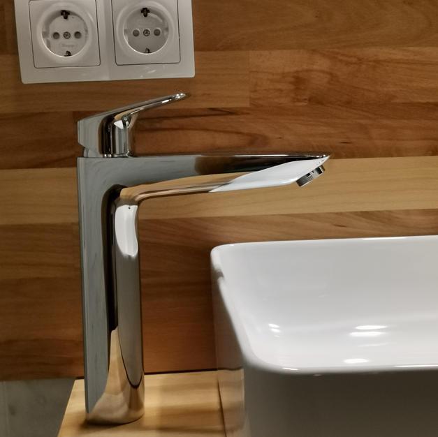 Aufsatzwaschbecken und Standarmatur