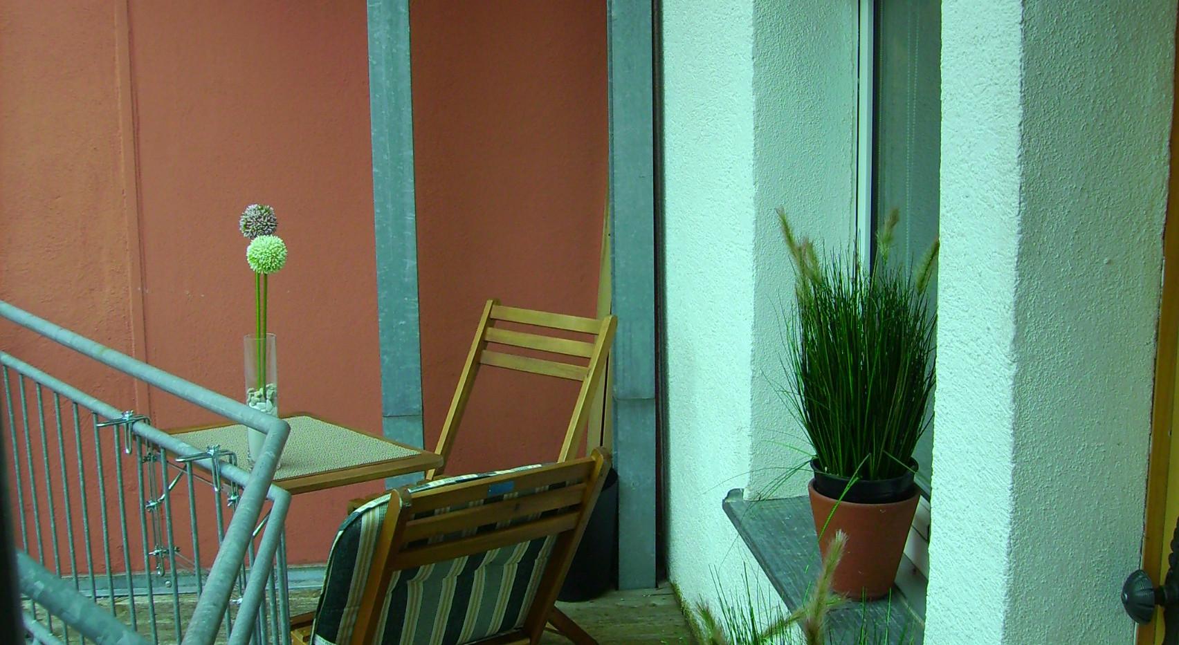 Terrasse mit Eingangsbereich.JPG