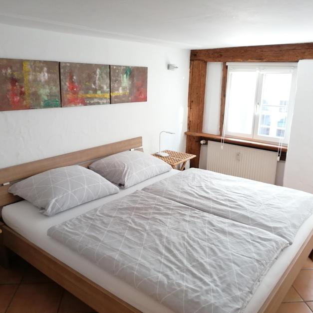 Schlafzimmer mit Doppelbett (1,80 x 2,00 m)
