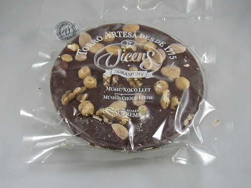 Vicens Chocolate cake with nuts