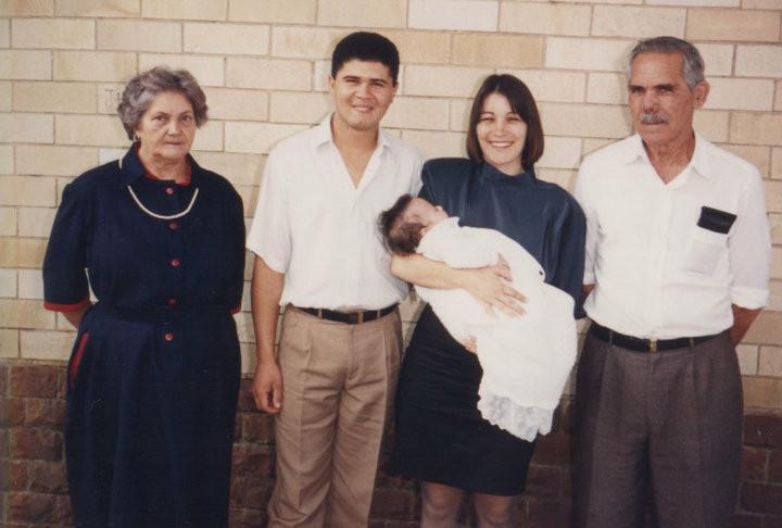Vó, Marcos, Margarete com a Juliana nos braços e meu Avô.