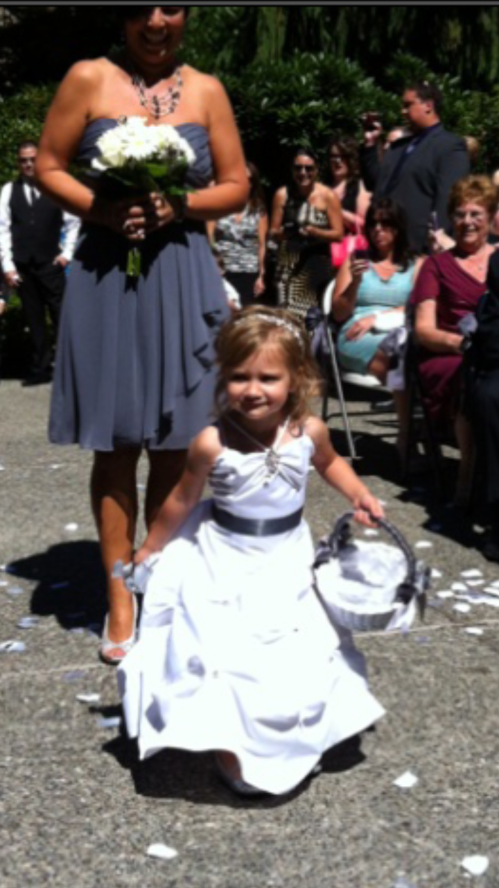 Flower girl at Glenbrook Park