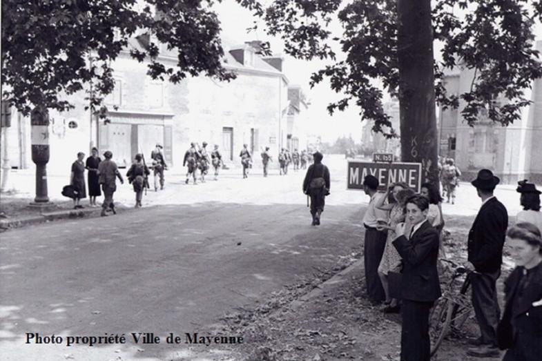 Ville Mayenne American Infantry enter the salt gate