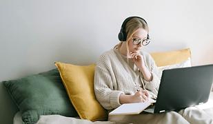 How to promote B2B webinar online in 202