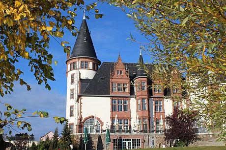 Schloss_in_der_Herbstsonne_760x(1).jpg