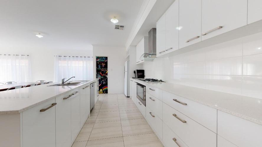 64-Sebastian-Crescent-Kitchen(2).jpg
