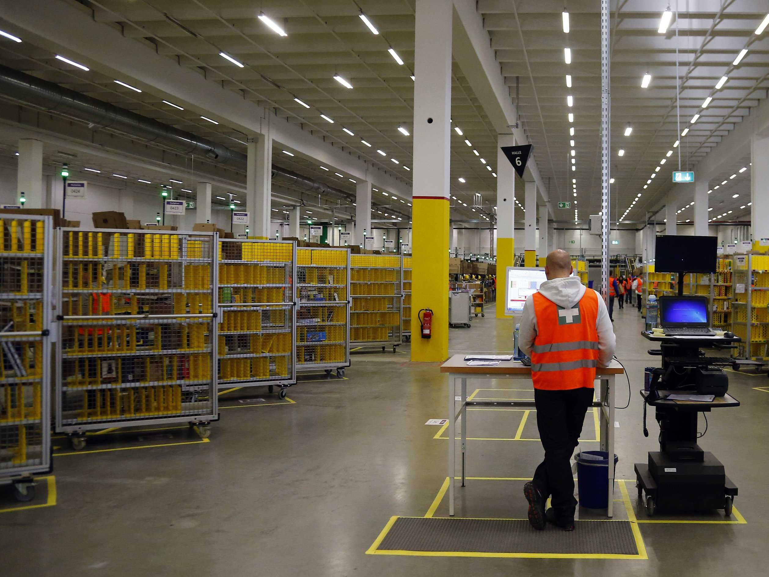 i-spent-a-week-working-at-an-amazon-warehouse-and-it-is-hard-physical-work