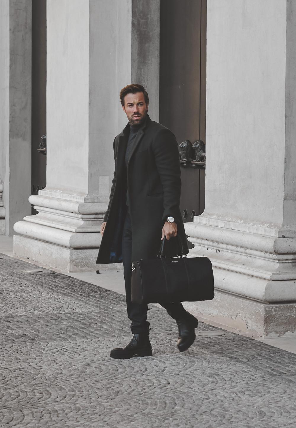 Herbstlook mit Mantel, Anzughose und schwarzen Chelsea Boots