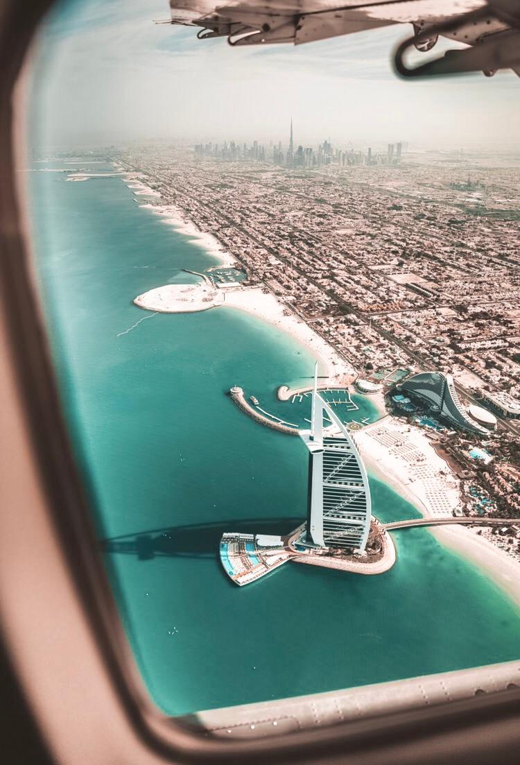 Seawings Flug über Dubai , Blick auf das Burj Al Arab