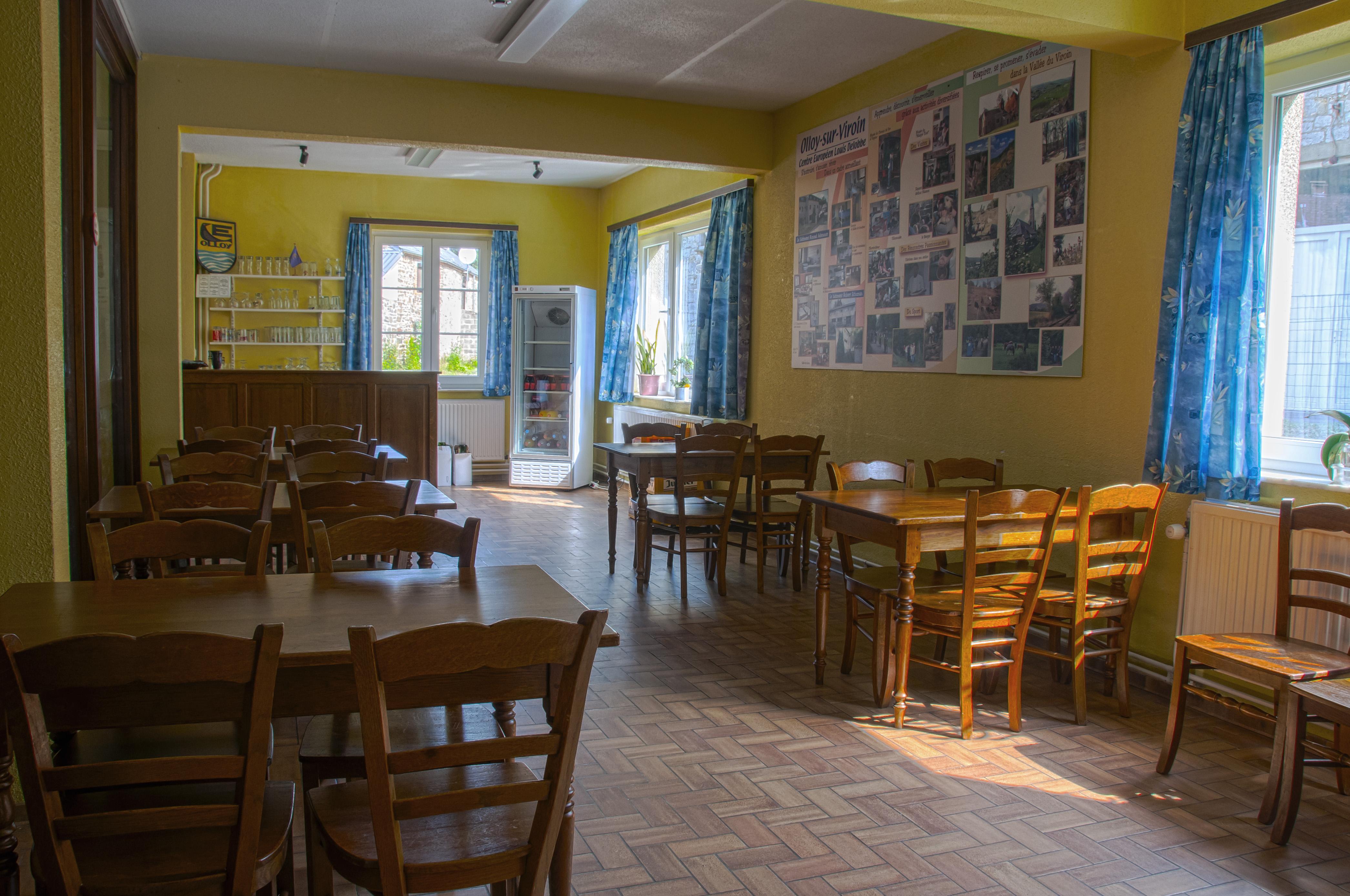 Salle TV - bar - réunions