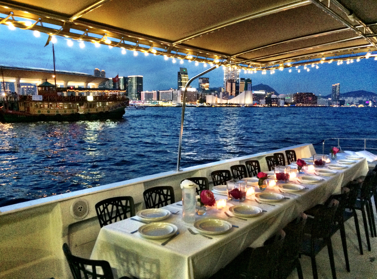 Outdoor wedding cruise Hong Kong