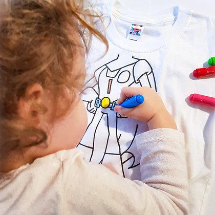 loisirs créatifs: Enfant coloriant un t-shirt super héro de la marque Bo'kit