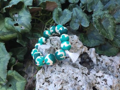 Inspiration pour décorer un bracelet de perles en bois