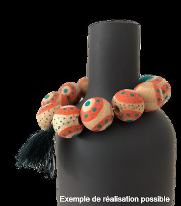 Bracelet de perles en bois avec pompon