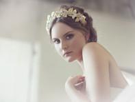Tocados dorados para novias