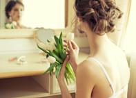 ¿Qué peinado elegir según el escote de tu vestido?