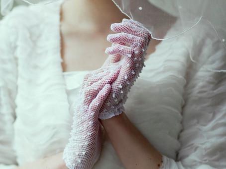 Las novias de invierno usan guantes