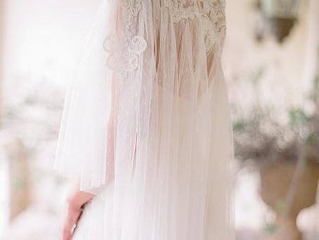 Capas: El toque perfecto para novias de otoño