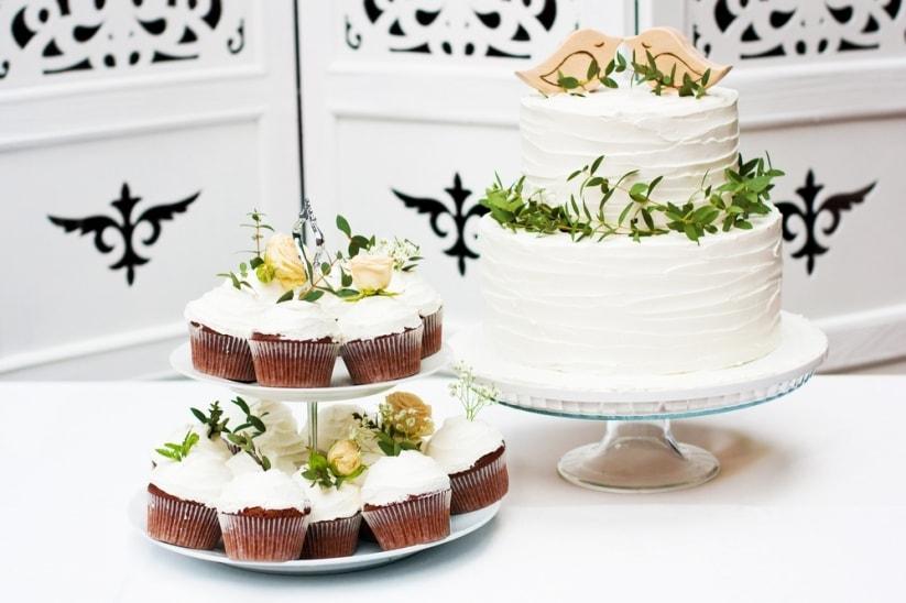 Torta con flores o suculentas